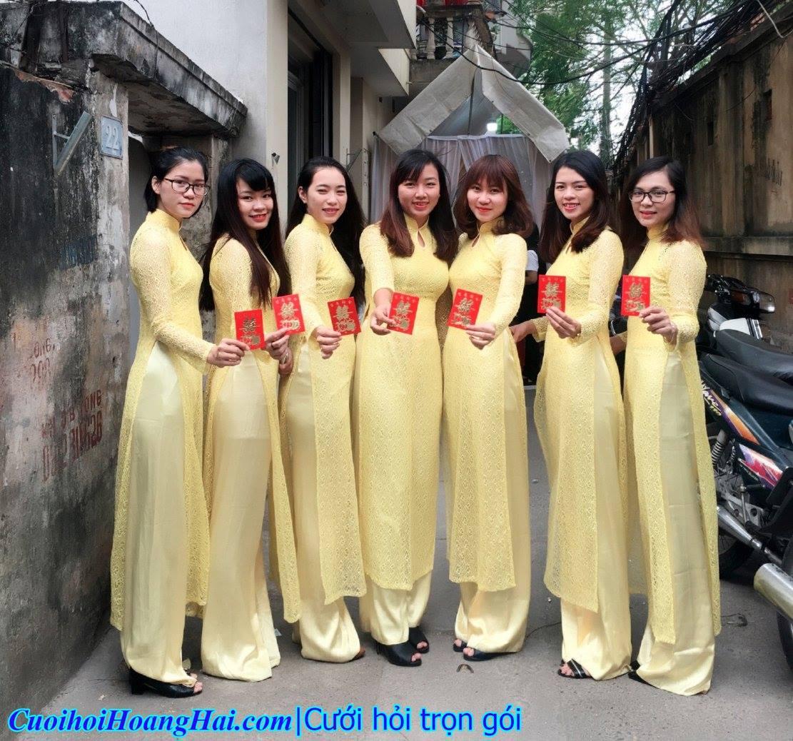 thuê áo dài vàng