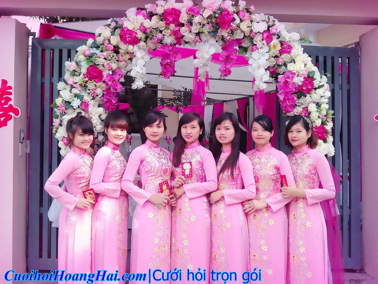 Đội bê tráp nữ áo dài hồng